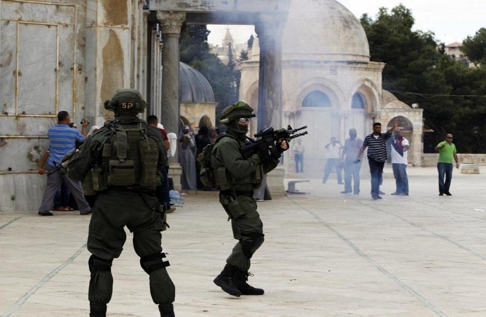 الاحتلال الإسرائيلي يقتحم باحات الأقصى لمنع مسيرة لمساندة الأسرى