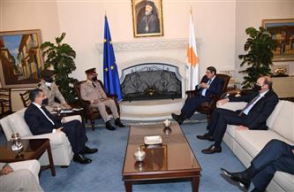 وزير الدفاع يصل أرض الوطن عقب لقائه الرئيس القبرصي لبحث التعاون العسكري  صور