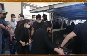 لحظة خروج جثمان الفنان سمير غانم من المستشفى لتشييعه إلى مثواه الأخير   فيديو