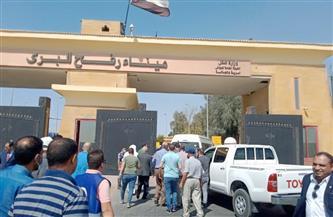 خلال استقباله قافلة المساعدات.. محافظ شمال سيناء: مصر حريصة على توفير كل الدعم للفلسطينيين | صور وفيديو