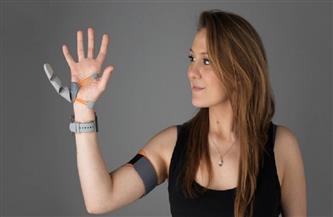 كيف تغيّر إصبع إضافية في اليد إدراك الدماغ؟