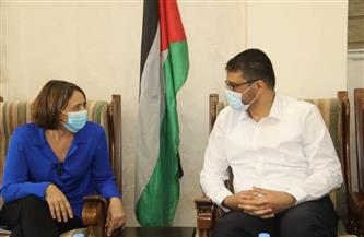 منسقة الأمم المتحدة للشئون الإنسانية تطلع على مجمل الأضرار الصحية خلال العدوان الإسرائيلي على غزة | صور