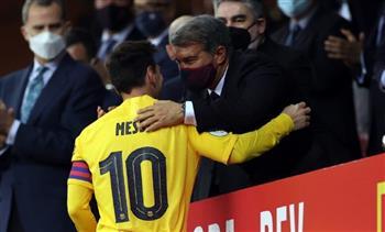 ميسي يقرر الاستمرار مع برشلونة