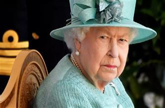 الملكة إليزابيث تزور حاملة طائرات بريطانية جديدة قبل رحلتها إلى شرق آسيا