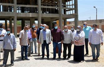 محافظ الأقصر يعاين قطعة أرض لإنشاء مجمع خدمات ومصالح حكومية لقرية الدير |صور