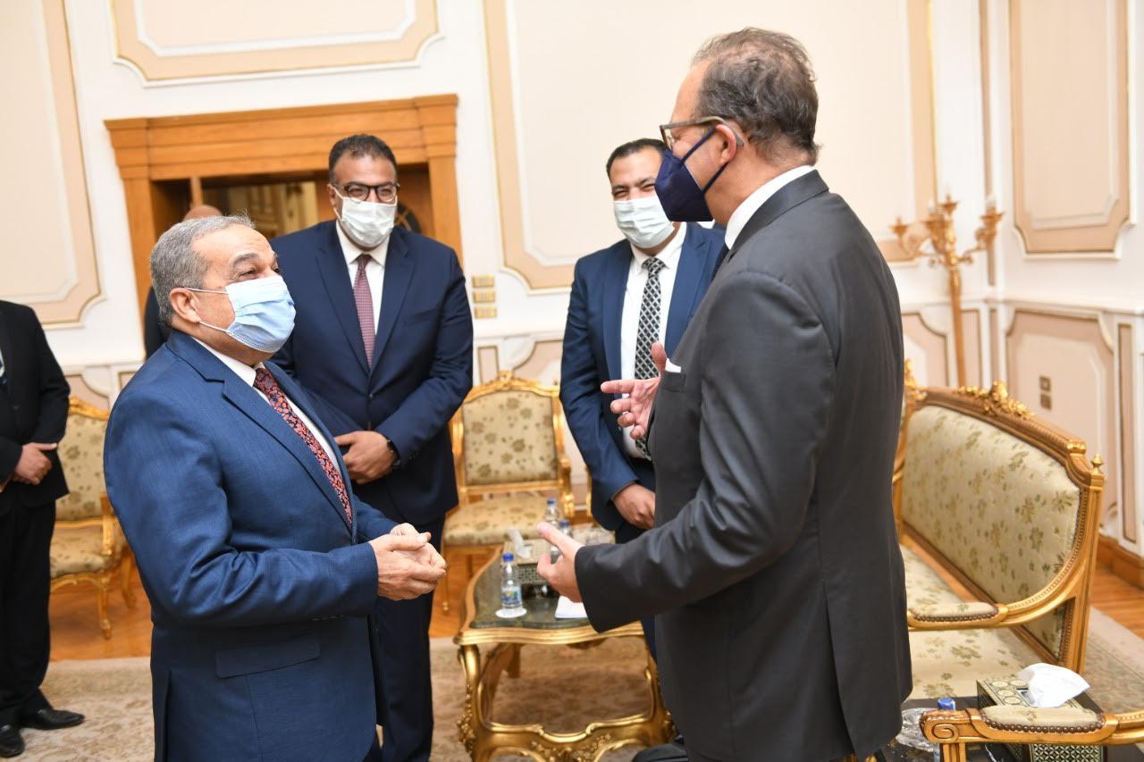 المهندس محمد أحمد مرسي وزير الدولة للإنتاج الحربي خلال اللقاء
