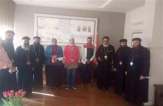 رئيس حي غرب الإسكندرية تستقبل عددا من أساقفة الكنائس | صور