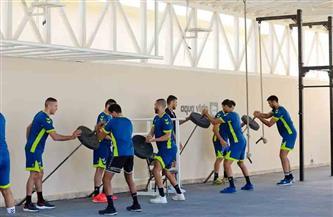 المدير الفني الإسباني لمنتخب كرة اليد يلقي محاضرة فنية خلال معسكر المنتخب بالغردقة | صور