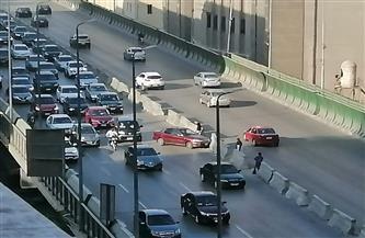 كثافات مرورية عالية بكوبري أكتوبر بسبب حادث تصادم | صور