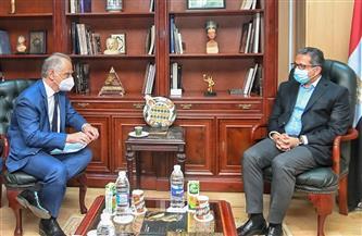 وزير السياحة والآثار يبحث مع سفير اليونان بالقاهرة سبل تعزيز التعاون بين الجانبين
