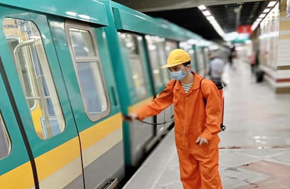 شركة المترو تواصل تطهير وتعقيم المحطات والقطارات منعا لانتشار كورونا