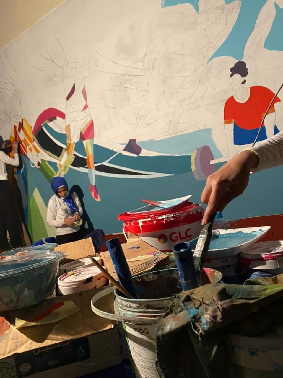 """طلاب """"فنية حلوان"""" يبدعون جدارية بنادي الطيران"""