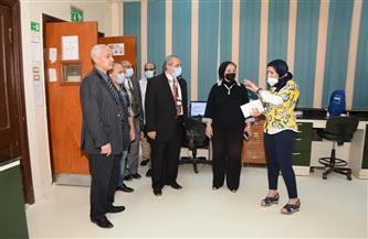 نائب رئيس جامعة أسيوط تترأس اجتماع لجنة المختبرات والأجهزة العلمية بمعهد الأورام | صور