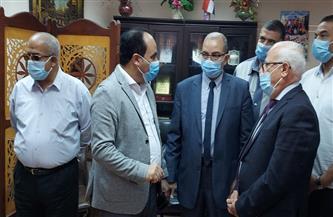 محافظ بورسعيد ووكيل وزارة التعليم يشهدان انطلاق حملة تطعيم المعلمين ضد فيروس كورونا | صور