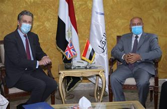 وزير النقل يجتمع مع السفير البريطاني في مصر لمناقشة التعاون في مشروعات السكك الحديدية والمترو