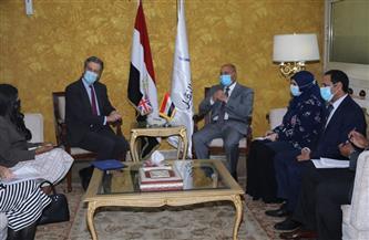 تفاصيل اجتماع وزير النقل مع السفير البريطاني في القاهرة