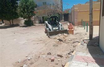 رفع المخلفات من الشوارع المحيطة لمكتبة مصر العامة بالقصير في البحر الأحمر | صور