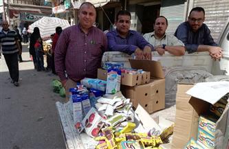 ضبط 700 قطعة سلع غذائية منتهية الصلاحية في سوبر ماركت بالفيوم | صور