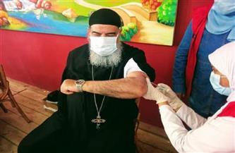 تطعيم الآباء الكهنة والقساوسة والراهبات بالأديرة والكنائس بلقاح كورونا بمدن البحر الأحمر| صور