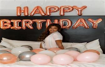 ناهد السباعي تحتفل بعيد ميلادها «وسط البلالين»
