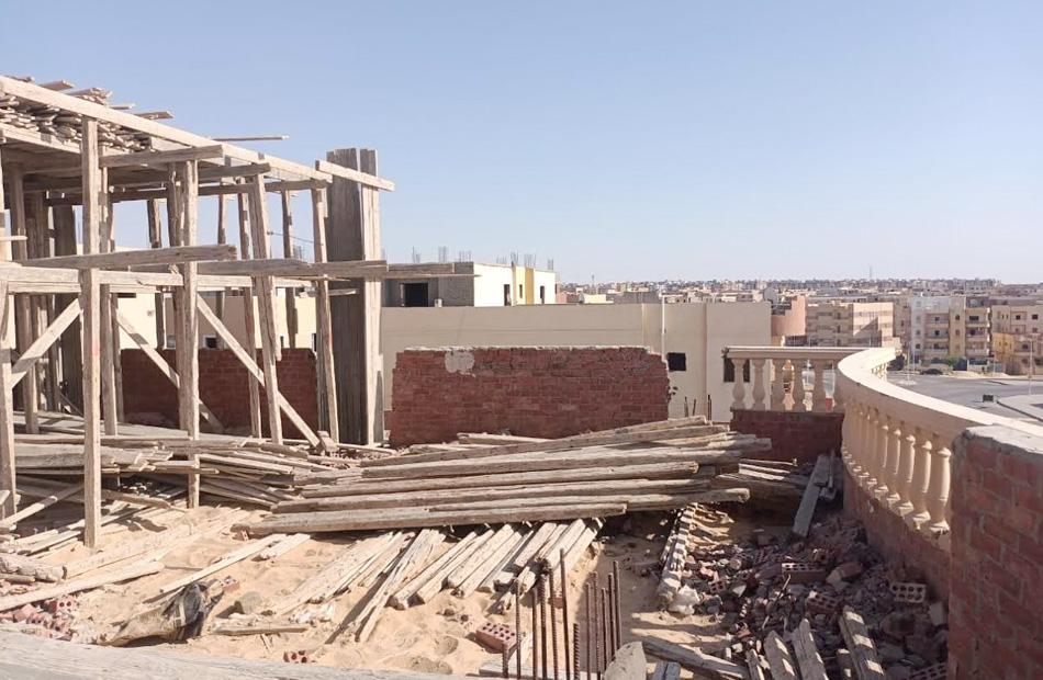 حي حلوان يزيل مخالفات بناء في شارع عمر بن عبدالعزيز