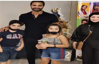 """أسرة الشهيد أحمد الرفاعي برفقة كريم فهمي في ضيافة فيلم """"ديدو"""""""