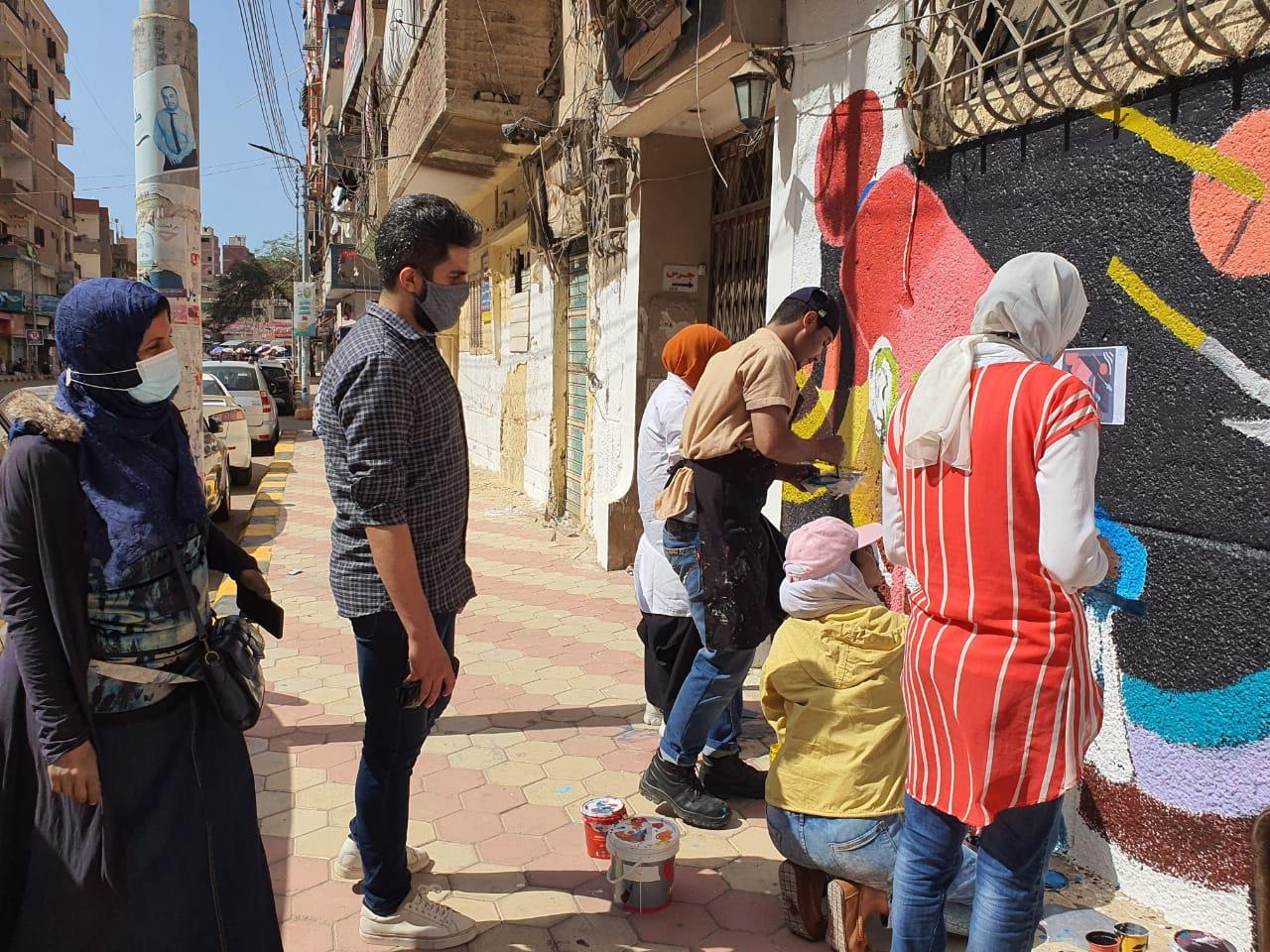 مشاركة طلاب كلية التربية النوعية في تجميل شارع إبراهيم المغازى