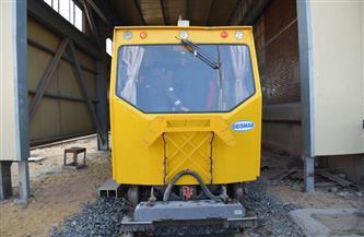 وزير النقل يوضح إمكانيات ماكينة فحص السكة الحديد الجديدة.. ويوجه باستخدامها |صور