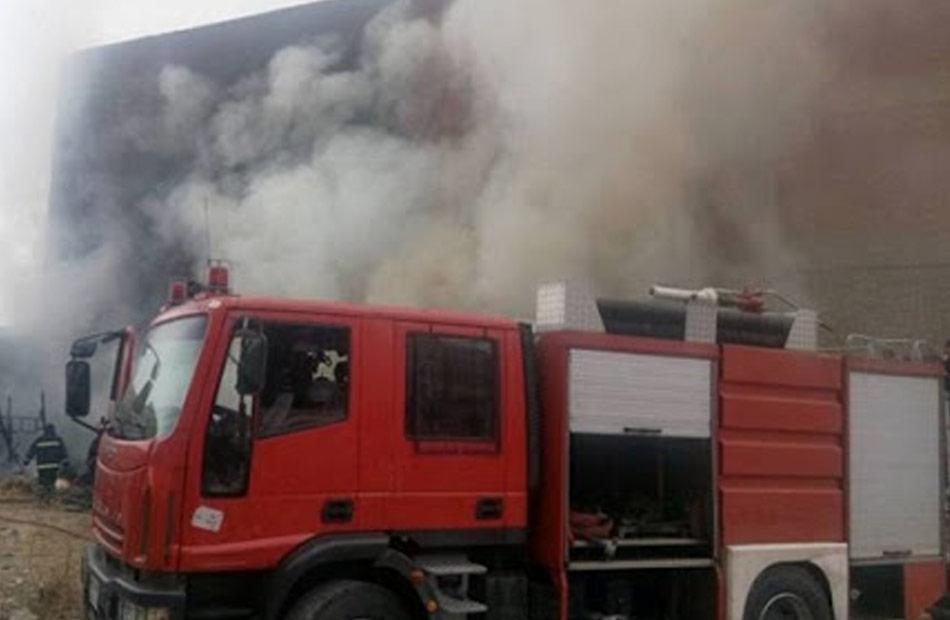 ماس كهربائي وراء اندلاع حريق مخزن بمنطقة الزيتون