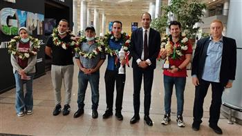 استقبال بالورد لأبطال إفريقيا للشطرنج بمطار القاهرة