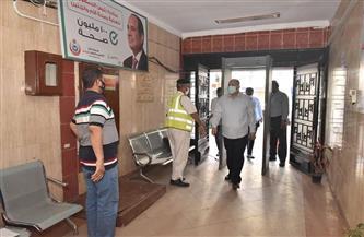 محافظ أسيوط يتفقد العمل بمركز تطعيم المواطنين بلقاح كورونا بالوليدية | صور