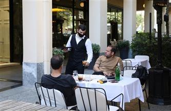 اليونان تعيد فتح المطاعم والحانات للمرة الأولى منذ 6 أشهر