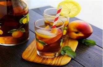 مشروب منعش.. عصير الشاي المثلج بالخوخ | فيديو