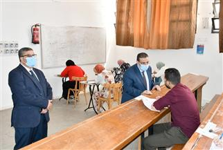 رئيس جامعة القناة يتابع سير الامتحانات من داخل اللجان | صور