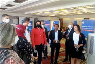 نائب وزير السياحة تتفقد مركز تلقي لقاح كورونا للعاملين في السياحة بالغردقة| فيديو وصور