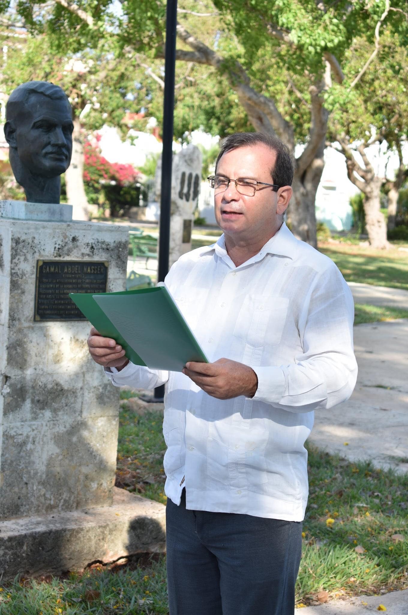 الاحتفال بيوم إفريقيا من أمام نصب تذكاري للزعيم جمال عبدالناصر بحديقة الخالدين في هافانا