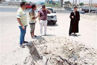 إصلاح كسر ماسورة مياه بالطريق الصحراوي غرب الإسكندرية | صور