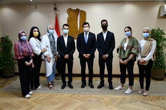 وزير الرياضة يدعم طلاب الإعلام في مشاريع تخرجهم