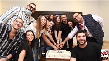 هنادي مهنا وأحمد خالد صالح يحتفلان بانتهاء تسجيل مسلسل «رحلتي من الشك إلى بلطيم» | صور