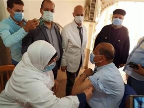 تطعيم المواطنين بكنيسة السيدة العذراء مريم بأبو حماد بلقاح كورونا | صور