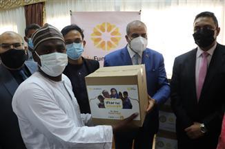 رئيس جامعة الأزهر ونائب الدراسات العليا يوزعان هدايا رمضانية للطلاب | صور