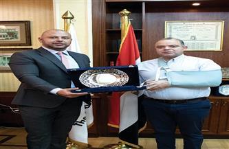 اتحاد البورصات العربية يكرم رئيس البورصة المصرية