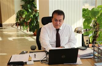وزيرالتعليم العالي يستعرض تقريرًا حول فروع الجامعات الأجنبية في مصر