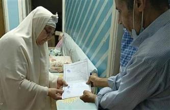 في لفتة إنسانية.. حي المطرية يساعد مسنة في تسليم أوراقها للحصول على تعويض