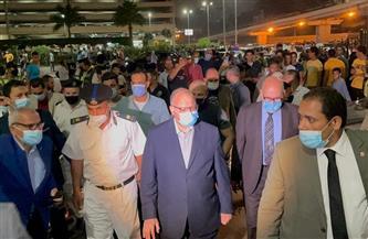 محافظ القاهرة ونائبه ومدير الأمن يتابعون الالتزام بمواعيد الغلق في شارع عباس العقاد