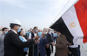 """وزير النقل يشهد رفع العلم على القاطرة الجديدة """"أبو جندية"""" بميناء دمياط"""