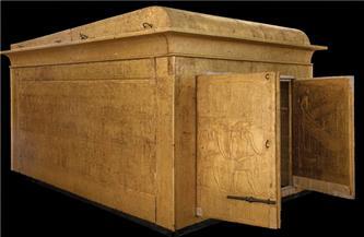 تمهيدًا لعرضها بقاعة الكنوز.. المقصورة الثالثة للملك توت عنخ آمون تصل المتحف الكبير
