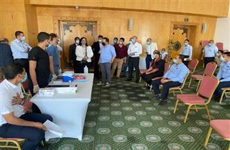 «السياحة والآثار» تتابع سير عمليات تطعيم العاملين بالقطاع السياحي في جنوب سيناء