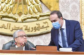 حوارات بين القيادات ترصدها عيون الكاميرا تحت قبة البرلمان