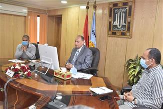 محافظ أسيوط يطمئن رئيس الوزراء على تطبيق الإجراءات الاحترازية لمواجهة كورونا